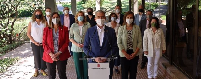 El conseller de Educación de la Generalitat, Josep Gonzàlez-Cambray, y el nuevo equipo de directores de los Servicios Territoriales del departamento