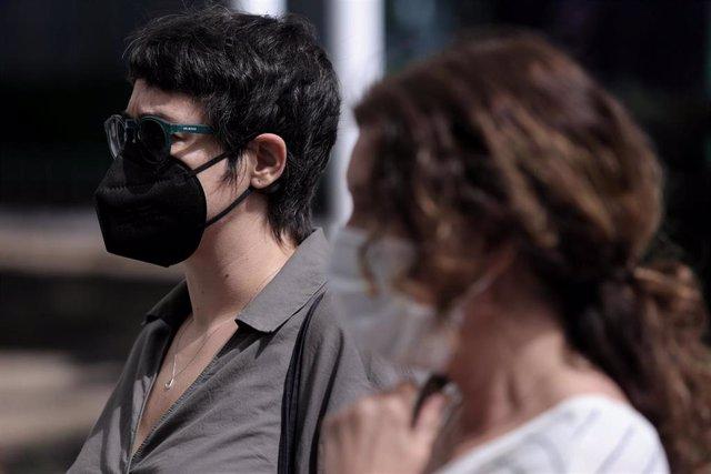 La asesora del Ministerio de Igualdad, Teresa Arévalo (i), acude a los Juzgados de Plaza Castilla.