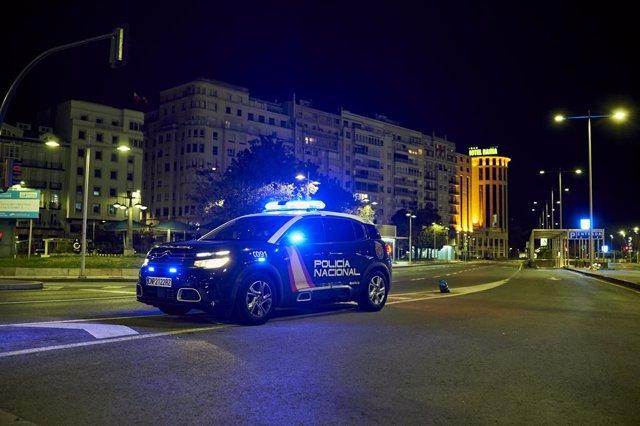 Archivo - Un coche de Policía Nacional circula por la calle Antonio López minutos antes de la segunda noche de toque de queda, en Santander, Cantabria (España), a 26 de octubre de 2020. Cantabria aplica el toque de queda establecido en toda España con el