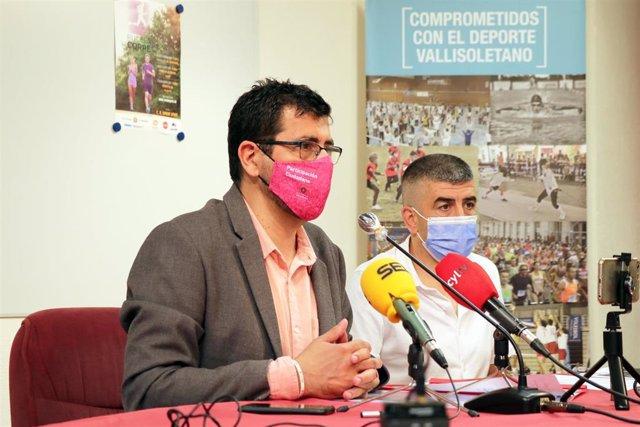El concejal de Participación Ciudadana y Deportes, Alberto Bustos, junto a Justino Asenjo de RunvaSport.