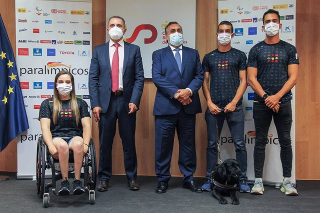Sara Revuelta, wheelchair basketball player of Spain, Jose Manuel Franco, President of Consejo Superior de Deportes, Miguel Carballeda, President of Spanish Paralympic Committee, Gerard Descarrega, athlete of Spain and Guillermo Rojo, atlhlete guide of Sp