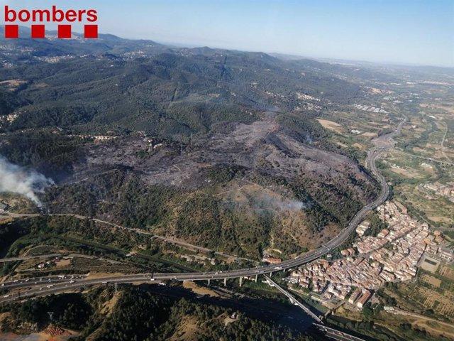Incendi forestal a Castellví i Martorell (Barcelona)