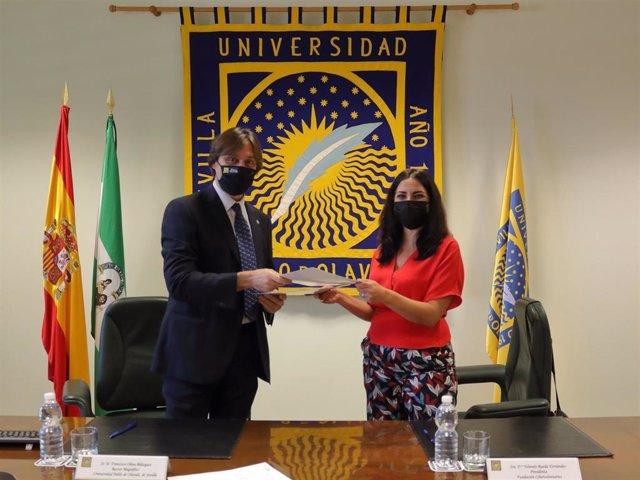 Oliva y Rueda, en la firma del convenio entre UPO y Cibervoluntarios
