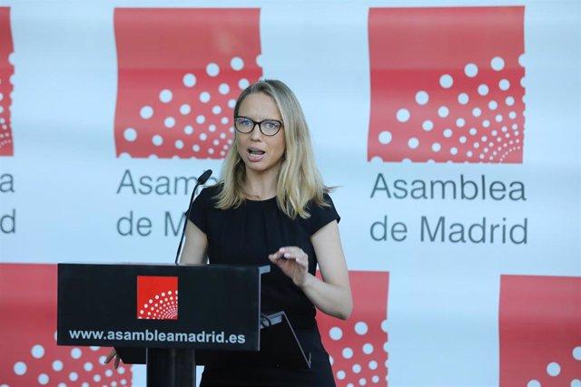 La portavoz de Unidas Podemos en la Asamblea de Madrid, Carolina Alonso, interviene en una rueda de prensa previa a una sesión de control al Gobierno de la Comunidad de Madrid en la Asamblea de Madrid