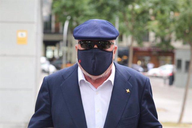 El comisario jubilado José Manuel Villarejo tras salir de la Audiencia Nacional por una pieza del caso 'Tándem'.