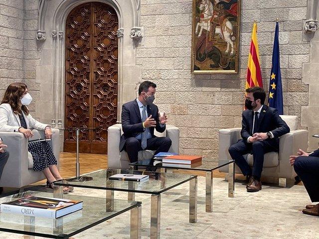 El presidente de la Generalitat, Pere Aragonès, la consellera de Presidencia, Laura Vilagrà, y el presidente de la ACM, Lluís Soler