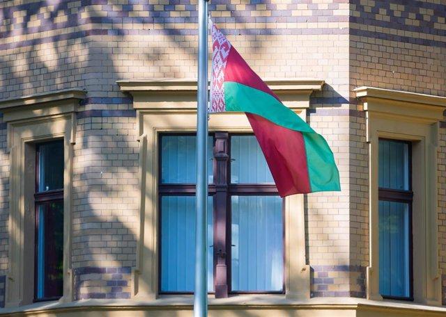Archivo - Imagen de archivo de la bandera de Bielorrusia.