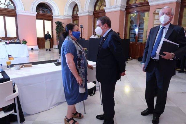 La consellera de Agricultura del Govern balear, Mae de la Concha, y el ministro de Agricultura, Pesca y Alimentación, Luis Planas.