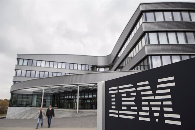 Archivo - FILED - 26 October 2016, Ehningen: An IBM logo can be seen in front of the company branch in Ehningen. The technology giant IBM was number one among the consulting firms of the federal government in the first half of the year. Photo: Silas Stein