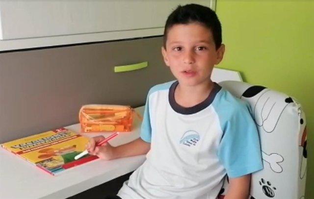 Un niño de 7 años manda mensajes de ánimo a los pacientes pediátricos del Hospital de Fuenlabrada
