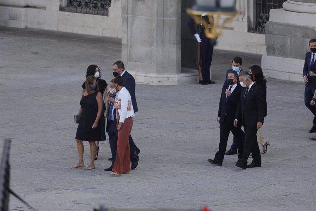 La presidenta de La Rioja, Concha Andreu, con otros presidentes autonómicos, a su llegada al acto de homenaje a las víctimas del coronavirus en el Palacio Real.