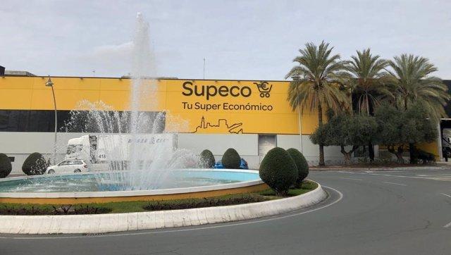 Archivo - Establecimiento 'Supeco' en Alcalá de Guadaíra (Sevilla).