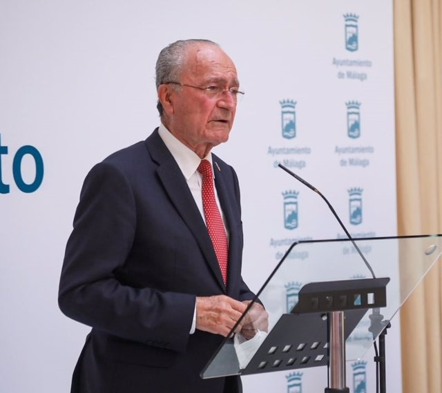 Archivo - El alcalde de Málaga, Francisco de la Torre, en rueda de prensa