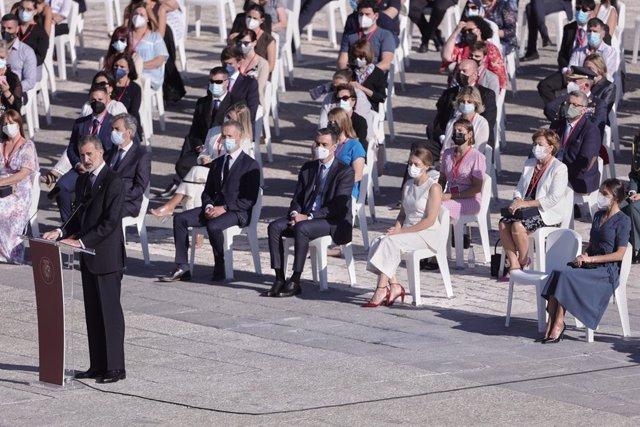 El Rey Felipe VI, interviene durante el acto de homenaje de Estado a las víctimas de la enfermedad por coronavirus y de reconocimiento al personal sanitario, en la plaza de la Armería del Palacio Real, a 15 de julio de 2021, en Madrid (España). El acto, o