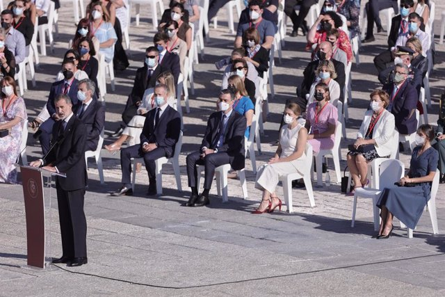 El Rey Felipe VI, durante el homenaje de Estado a las víctimas del coronavirus y de reconocimiento al personal sanitario, en la plaza de la Armería del Palacio Real.