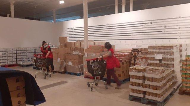 Archivo - Reparto de alimentos en L'Hospitalet de Llobregat (Barcelona) - Archivo