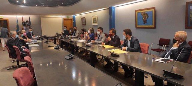 Reunión de la comisión responsable de seguimiento del Protocolo de actuación para la ordenación del recinto urbano en torno al antiguo Hospital Universitario Central de Asturias, en El Cristo-Buenavista, Oviedo.