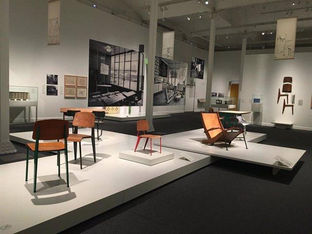 La exposición 'El universo de Jean Prouvé. Arquitectura/Industria/Mobiliario' en CaixaForum Barcelona.