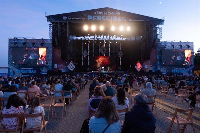 La cantante Rozalén actúa en el festival de música O Son do Camiño-Perseidas en el Monte do Gozo de Santiago de Compostela.