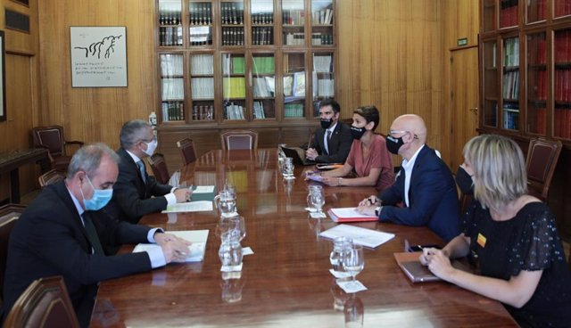 Reunión entre la presidenta del Gobierno de Navarra, María Chivite, y el secretario de Estado de Medio Ambiente, Hugo Morán.