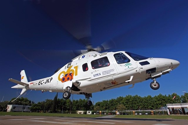 Archivo - Helicóptero del 061