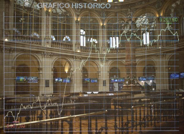 Valores del Ibex 35 en los paneles del Palacio de la Bolsa, a 9 de julio de 2021, en Madrid, (España)