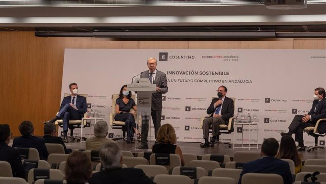 El consejero de Transformación Económica, Industria, Conocimiento y Universidades, Rogelio Velasco, en el foro sobre innovación sostenible organizado por Europa Press y Grupo Cosentino.