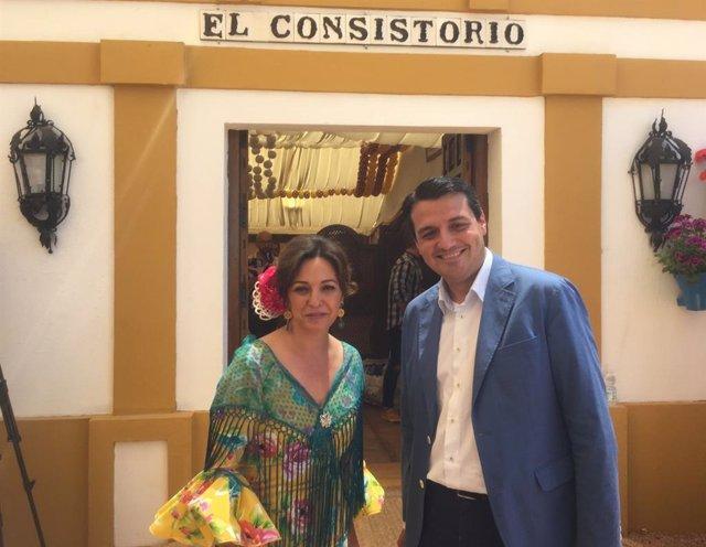 Archivo - José María Bellido e Isabel Ambrosio en la Feria de Córdoba, en una imagen de archivo.