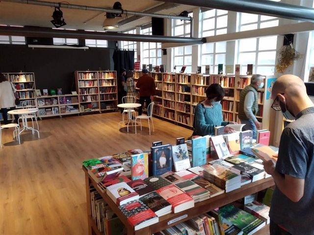 Archivo - Interior de la librería La Vorágine.