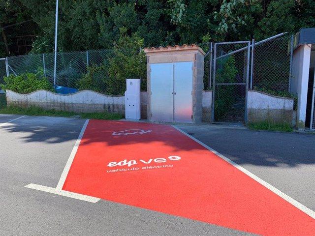 Archivo - Punto de recarga para coches eléctricos en Asturias.