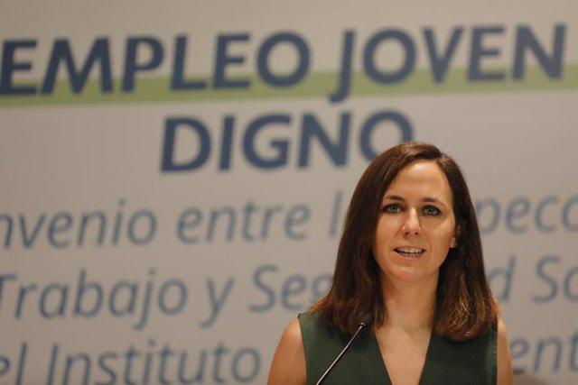 La ministra de Derechos Sociales y Agenda 2030, Ione Belarra,  comparece durante la firma de un convenio para mejorar las condiciones laborales de las personas jóvenes, a 5 de julio de 2021, en el Instituto de la Juventud, Madrid, (España).