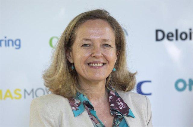 La vicepresidenta segunda y ministra de Asuntos Económicos y Transformación Digital, Nadia Calviño, a su llegada a la inauguración de 'DigitalES Summit 2021', a 7 de julio de 2021, en el Real Jardín Botánico, Madrid, (España).