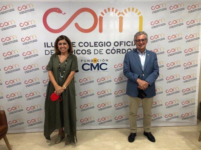 La delegada territorial de Salud y Familias de la Junta, María Jesús Botella, y el presidente del Colegio de Médicos de Córdoba, Bernabé Galán.