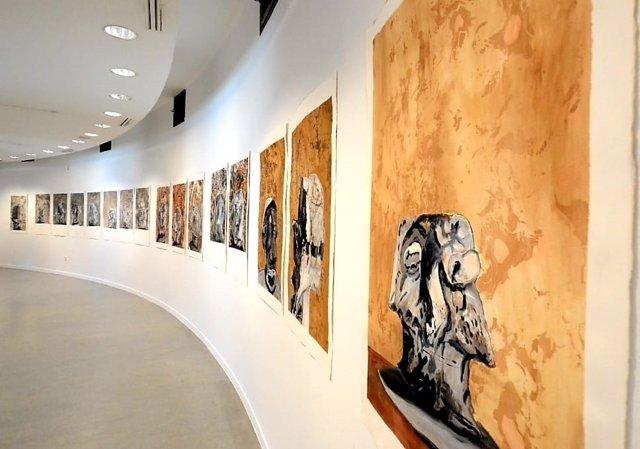 El artista Pedro Calhau expone desde este jueves y hasta el 30 de octubre la muestra 'Do inegostável' en el Museo Extremeño e Iberoamericano de Arte Contemporáneo de Badajoz (MEIAC).