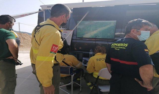 Imagen de archivo de efectivos de Infoca y de Bomberos del Consorcio Provincial de Málaga en un incendio forestal en la provincia