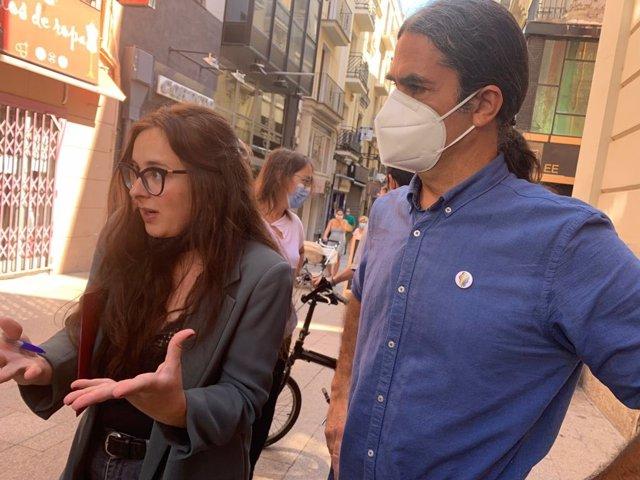 La portaveu municipal del Comú, Elena Ferre, i el regidor Sergi Talamonte
