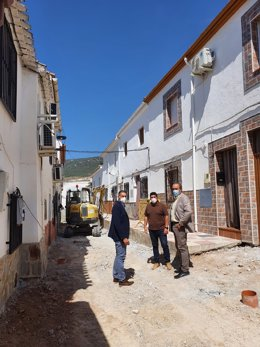 El delegado de Regeneración, Justicia y Administración Local de la Junta en Granada, Enrique Barchino,  ha visitado Íllora para conocer las obras ejecutadas con cargo al PFEA y las actuaciones realizadas en infraestructuras dañadas por la DANA.