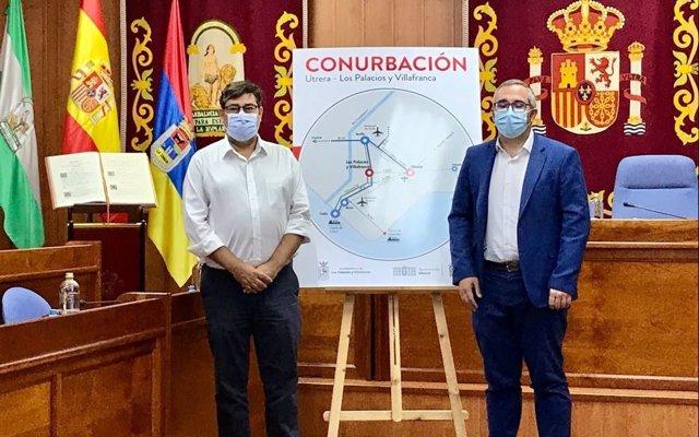 El alcalde de Los Palacios y Villafranca (Sevilla), Juan Manuel Valle, y el alcalde de Utrera (Sevilla), José María Villalobos.