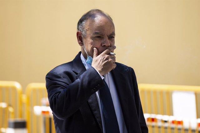 El jefe de auditoría interna de BBVA, Joaquín Gortari, después de comparecer en la Audiencia Nacional,  por los contratos del banco con el comisario José Manuel Villarejo.