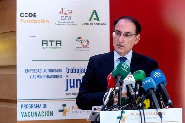 Fotografía De Las Declaraciones Del Presidente De CEA, Javier González De Lara.