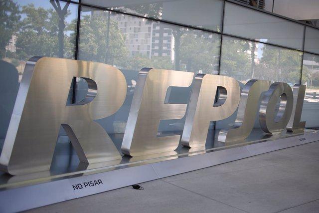 La sede nacional de Repsol, a 8 de julio de 2021, en Madrid (España). La Audiencia Nacional ha imputado a Repsol y Caixabank por cargos de cohecho y revelación de secretos en el caso Villarejo. Representantes de Repsol y Caixabank han sido citados para de