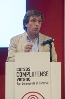 El alcalde de Madrid, José Luis Martínez-Almeida, clausura el curso 'Turismo, el impulso de España' dentro de la programación de los Cursos de Verano de la Universidad Complutense