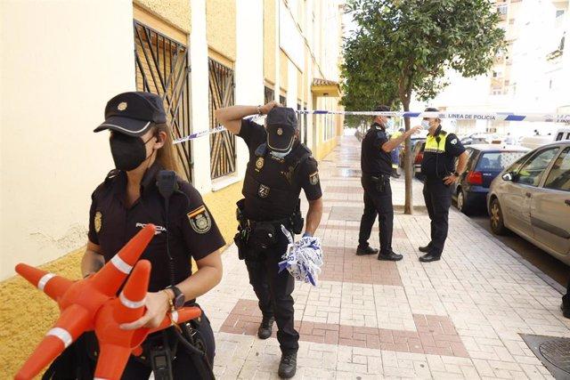 Una mujer de 46 años ha sido asesinada en plena calle en Málaga capital por arma de fuego, presuntamente por su pareja sentimental, que después se ha disparado a sí mismo, confirmándose también su fallecimiento.  15 de julio del 2021 en Málaga (Andalucía)