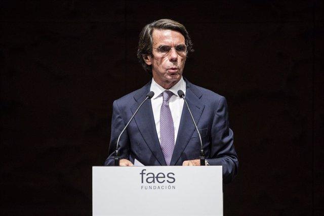 Archivo - El expresidente del Gobierno y presidente de FAES, José María Aznar, interviene en la entrega del X Premio FAES de la Libertad al líder opositor venezolano Juan Guaidó. En el Auditorio de CaixaForum, a 27 de mayo de 2021, en Madrid (España).