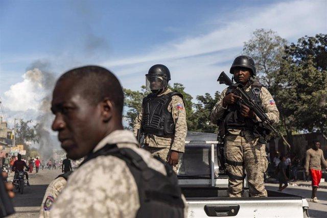 Archivo - Agentes de la Policía de Haití.