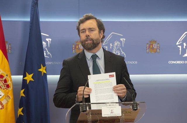 El portavoz parlamentario de Vox, Iván Espinosa de los Monteros, interviene en una rueda de prensa de Portavoces, a 29 de junio de 2021, en la Sala Constitucional del Congreso de los Diputados, Madrid, (España).