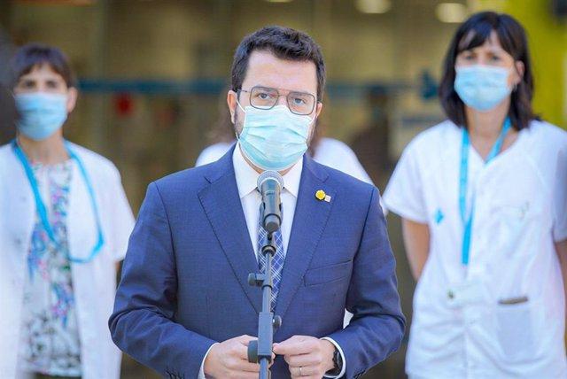 El presidente de la Generalitat, Pere Aragonès, tras reunirse con profesionales sanitarios en Figueres (Girona).
