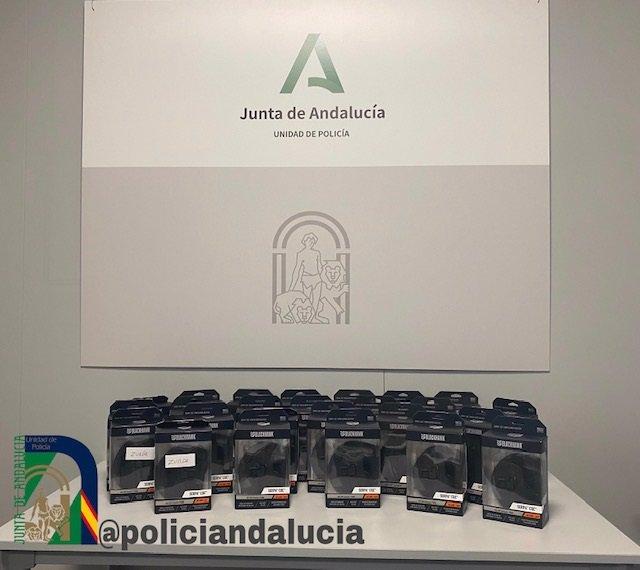 La Unidad de la Policía Adscrita, equipada con 299 fundas de armas antihurto