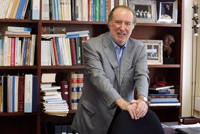 Archivo - Arxiu - El professor d'Economia Financera i Comptabilitat de la Universitat de Barcelona i tertulià de televisió, José María Gay de Liébana