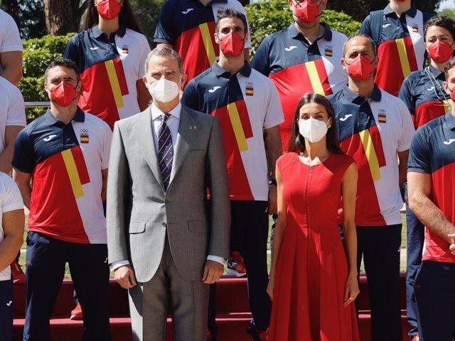 LOS REYES CON LA DELEGACIÓN ESPAÑOLA